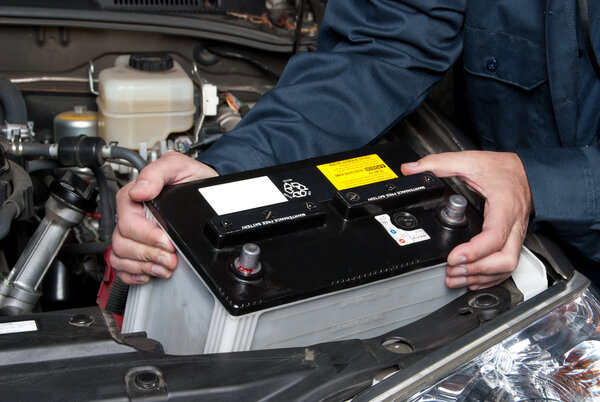 Att byta startbatteri till bilen